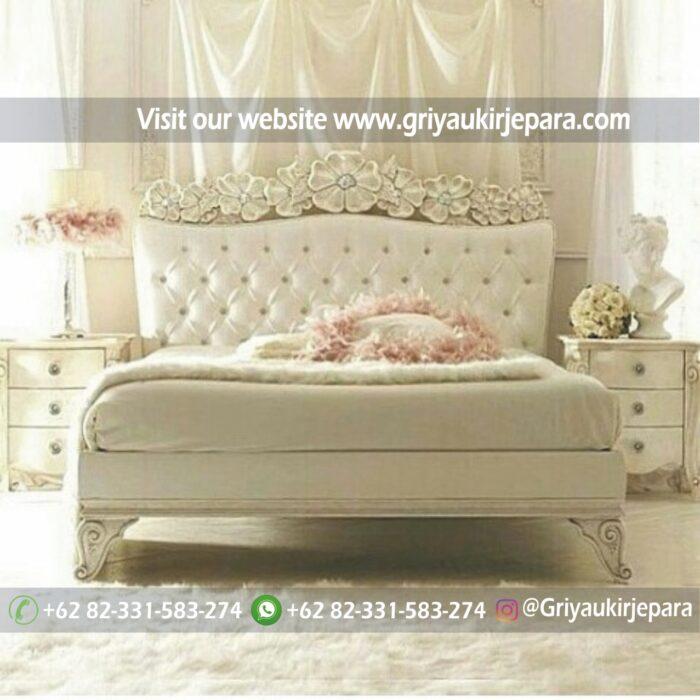 Model dipan atau tempat tidur ukiran bunga mawar warna putih