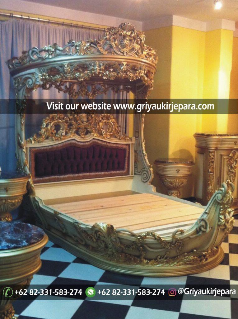 Tempat Tidur Mewah Raja & Ratu