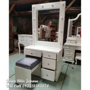 Meja Rias Modern Dengan Lampu Hias MRS-004