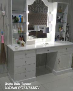 Meja Rias Modern Dengan Lampu Hias MRS-003