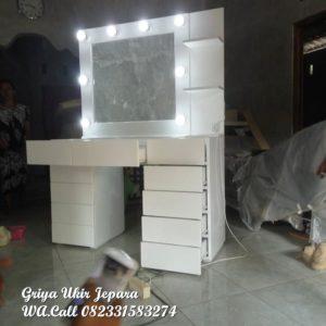 Meja Rias Modern Griya Ukir Jepara MRS-023