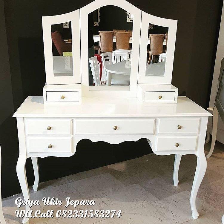 meja rias duco putih