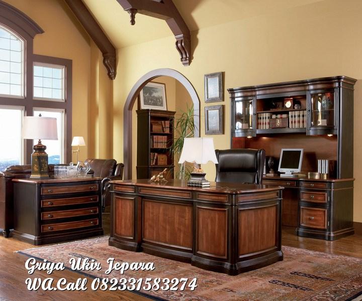 meja kerja dan lemari buku