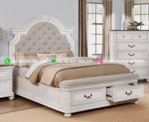 Tempat Tidur Jati Putih Tulang